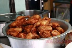 超有名ガイトー店はルンピニ警察署からすぐ Polo Fried Chicken