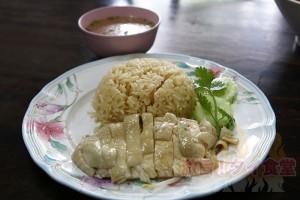 カオマンガイとはひと味異なる<br/>トンローのシンガポールチキンライス