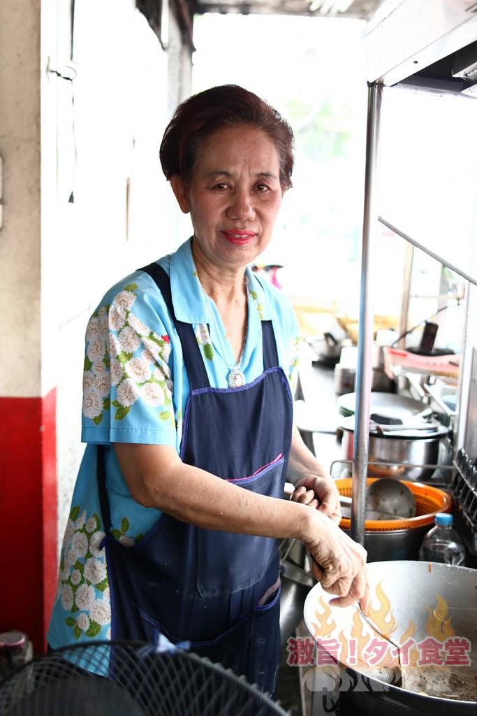 ラマ4通りで母親と息子で営むパッタイ屋<br/>「パッタイ メー アム」
