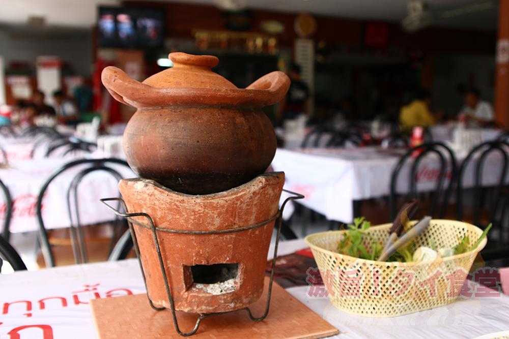 真っ昼間からイサーン料理とチムチュムが食べたい!