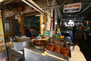 3代目は美女が継承!<br/>手作りバミー麺が旨い店@ナンルーン市場