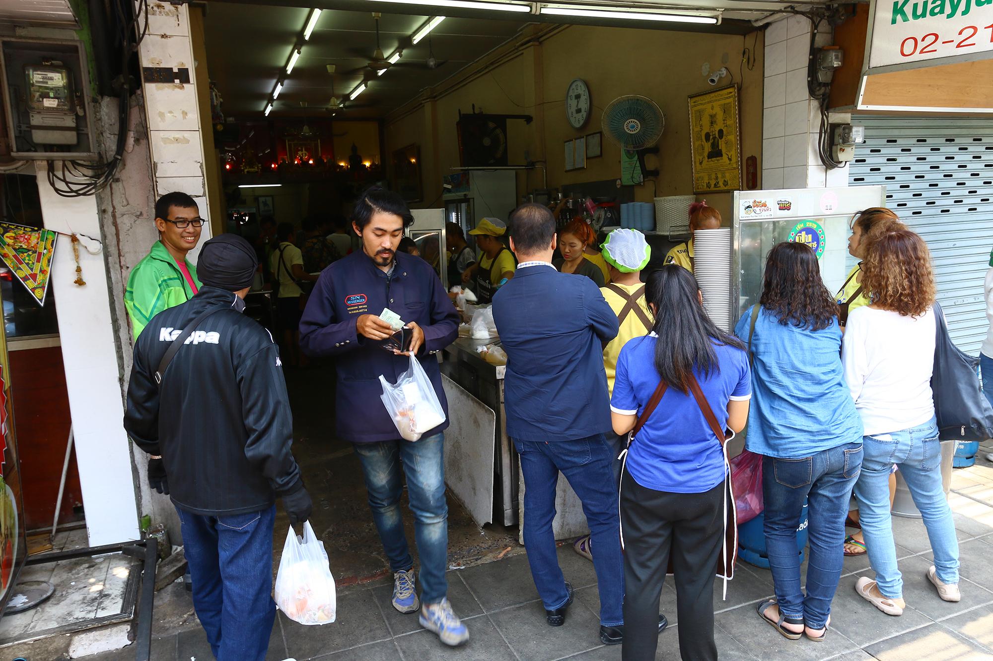 朝から大混雑!チャン通りの名店『クイジャップ ミスタージョー』