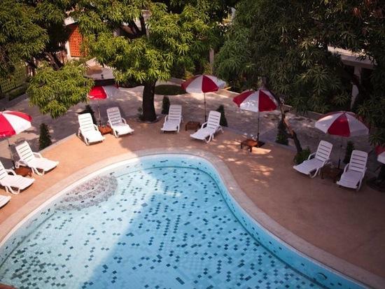 RetrOasis Hotel2