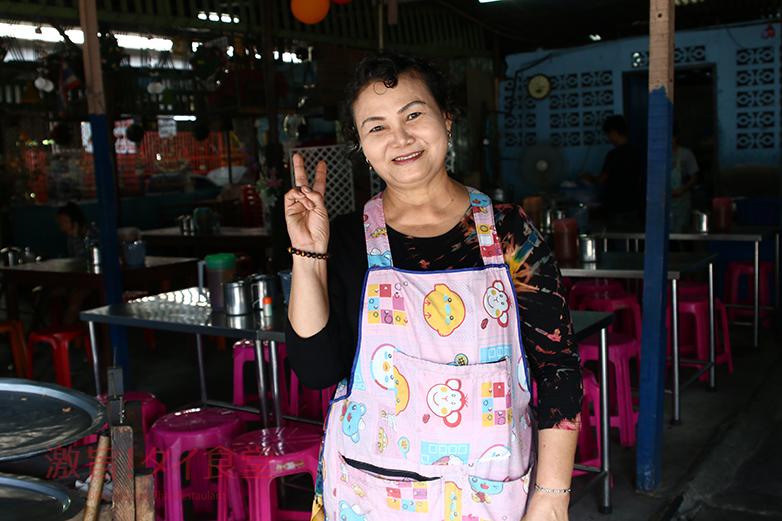 バンコク最大のスラムにある行列必至のカオマンガイ!