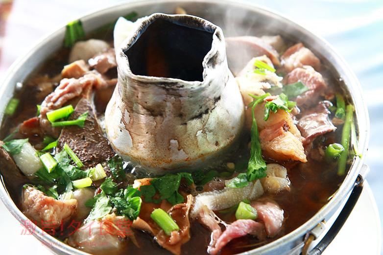 バンコクで旨い牛モツ鍋を食べに行く!モーファイ鍋の「ヘンチュンセン」