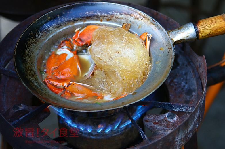 【BTSウォンウェンヤイ】Best of Wongnaiに輝いた<br/>オップウンセン(春雨蒸し焼き)専門店「ソムサックプーオップ」