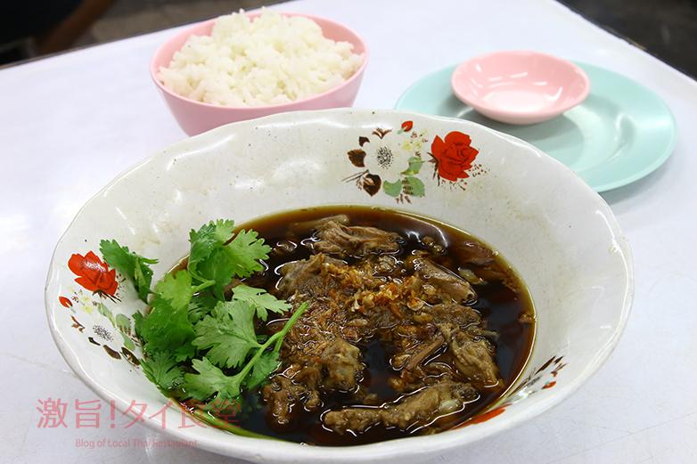 タイ有名人の写真がずらり!<br/>ラマ4世通りのアヒル クイッティアオ店