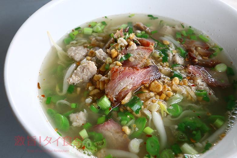 太麺と細麺をミックス!バンコク旧市街地の<br/>クイッティアオ・トムヤム