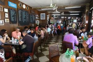 ホアヒン|屋台が集合したカフェは常に満席!