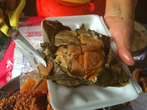 サムチュック百年市場で食べたカオホーバイブア(蓮の葉包みご飯)が激ウマ!