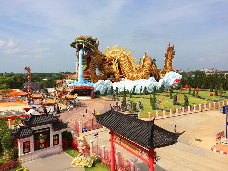 巨大ドラゴン像