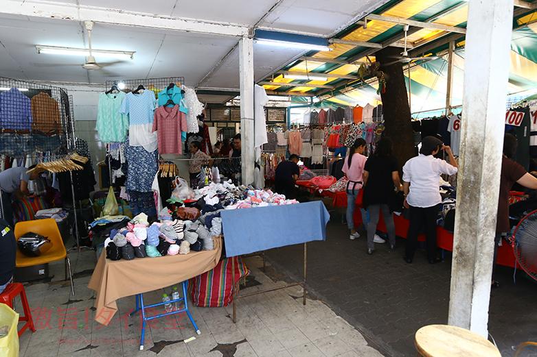 シーロムコンプレックス裏の衣料品店