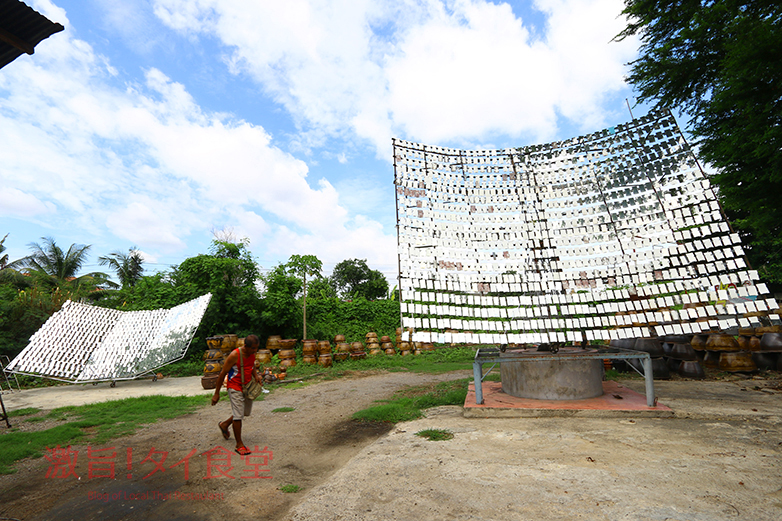 鏡800枚を使い太陽光で鶏を焼く!タイ唯一のガイヤーンを求めペッブリー県へ