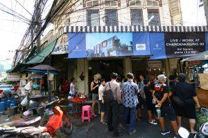 バンコクのグルメ通りを歩く|BTSサパーンタクシン駅3分 Si Wiang通り