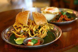 北タイ料理名物のカオソーイがハンバーガーになった!!|Soul Food 555