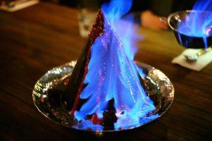 炎を上げるチョコレート&アイスクリーム|トンロー Mocking Tales