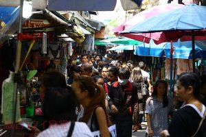 シリラート病院すぐ近くに広がるワンラン市場で食べ歩き