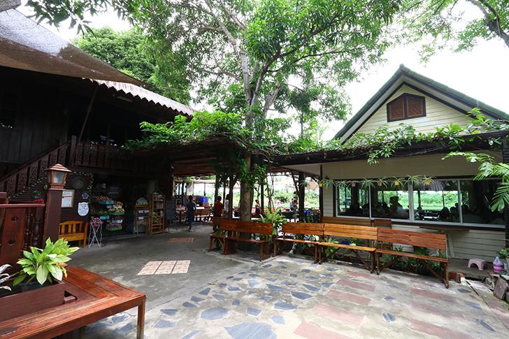 ターチン川沿いで地元民を唸らせるタイ料理店 ナコンパトム県「ルンナム アリサ」