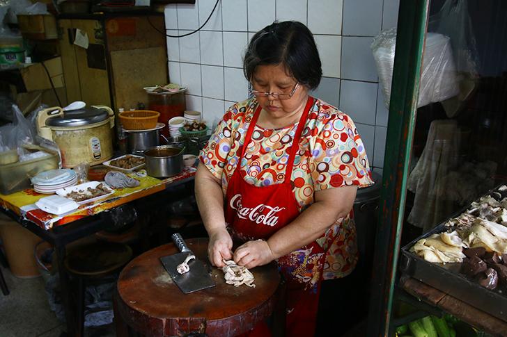 カオマンガイやバミーが旨い  いぶし銀の魅力を放つ老舗食堂 |スクンビット・ソイ49 Tang Meng