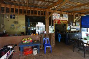 老夫婦が営むマーク島の食堂 35バーツで絶品のガパオやラートナー