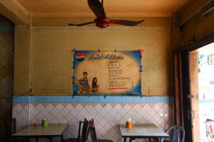 """寂れた雰囲気を店の""""味""""にした 創業50年以上  ヤワラート海南島食堂『ライヘンポーチャナー』"""